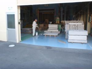 工場床の塗料塗り直し